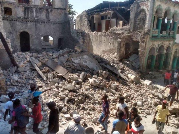 Кількість жертв від потужного землетрусу на Гаїті сягнула понад 300 людей