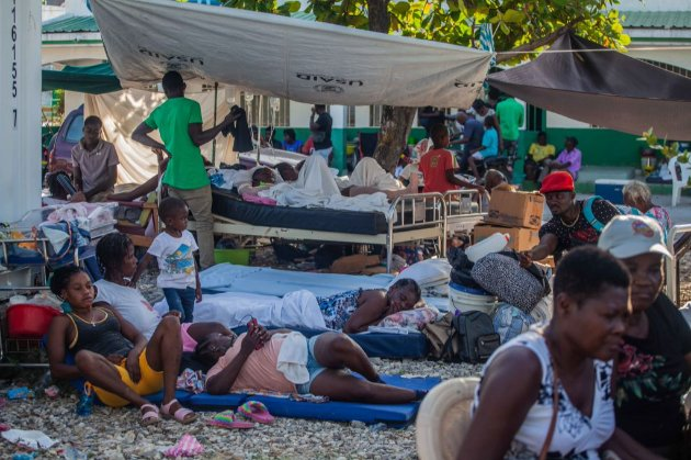 Кількість загиблих від потужного землетрусу на Гаїті перевищила 1,2 тис. людей. Ще понад 5,7 тис. постраждалих