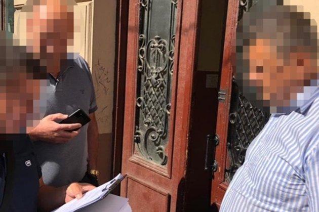 Бывший полицейский три года получал зарплату в Киеве, а жил во Львове