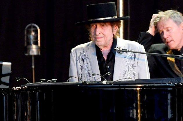 Певца Боба Дилана обвинили в изнасиловании 12-летней девочки более 50 лет назад