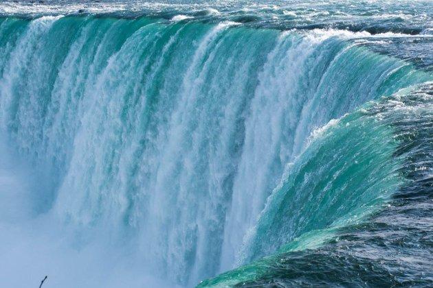 Ниагарский водопад подсветят сине-желтыми цветами ко Дню Независимости