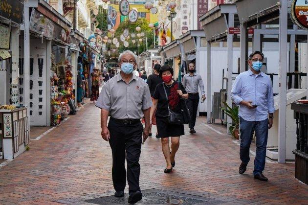 У Сингапурі британця засудили до шести тижнів в'язниці за відмову одягати маску