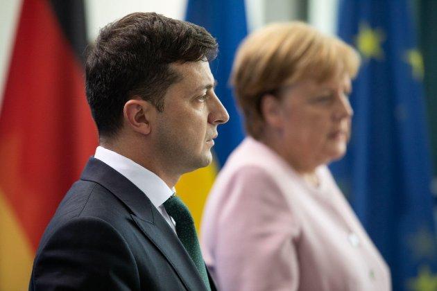 Меркель визнала, що «мінські домовленості» не працюють, а Росія може шантажувати Європу газом