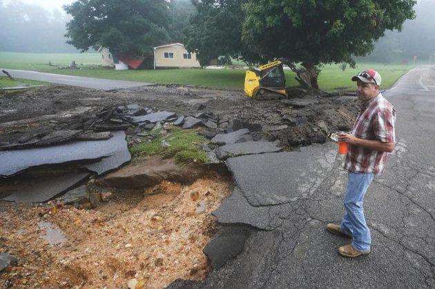В штате Теннесси меньше чем за сутки выпало 43 см осадков. Наводнение унесло жизни 22 человек