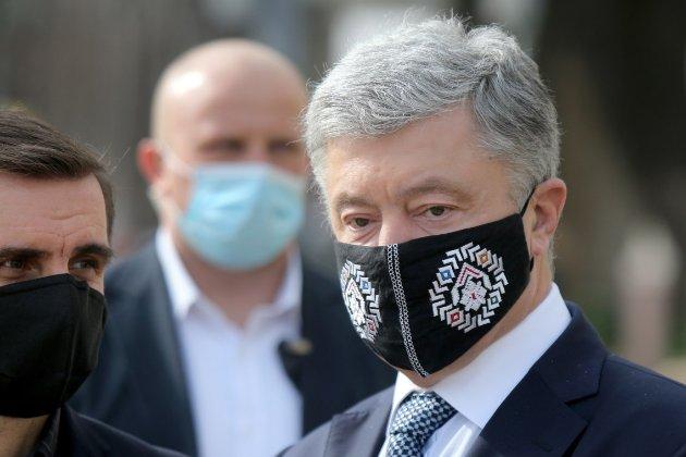 У центрі Києві чоловік облив п'ятого президента Петра Порошенка зеленкою (оновлено)
