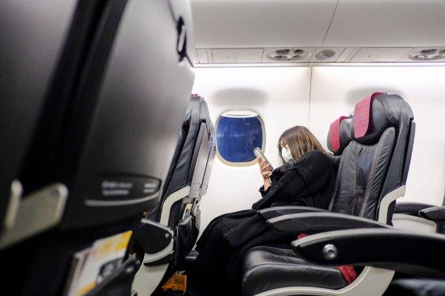На борту американского самолета у пассажира загорелся мобильный телефон