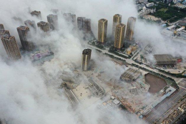Ефектно! На півдні Китаю одночасно знесли 15 недобудованих хмарочосів (відео)