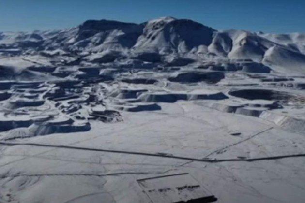 «Справжнє диво». У найсухішій пустелі світу Атакама випало аж 15 см снігу (фото, відео)