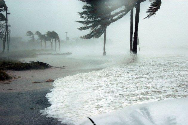 На Новый Орлеан надвигается мощный ураган «Ида». Тысячи людей покидают город