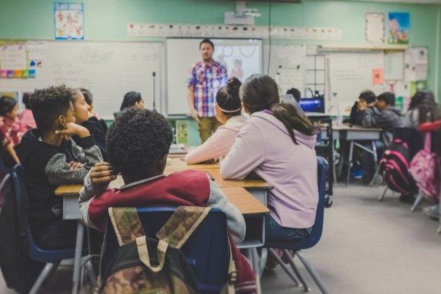Наляканих коронавірусом вчителів у США спробували «заспокоїти» дозволом носити джинси