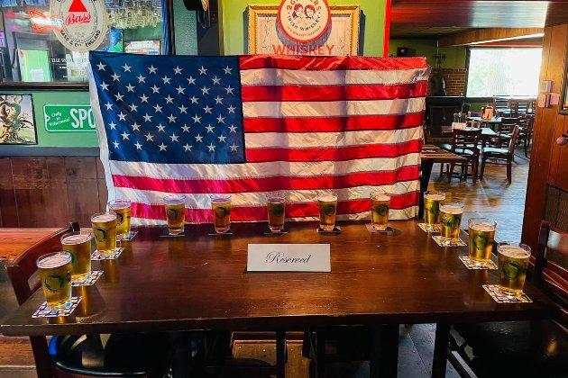 «Для 13 американців, які не повернулися додому». У барах США влаштували акцію пам'яті військових, які загинули під час теракту в Кабулі