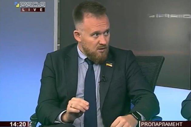 Депутат від «Слуги» назвав коронавірус змовою корпорацій для «економічного переподілу»