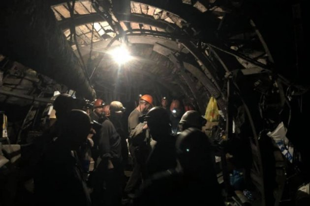 Гірники чотирьох шахт та Криворізького залізорудного комбінату страйкують під землею