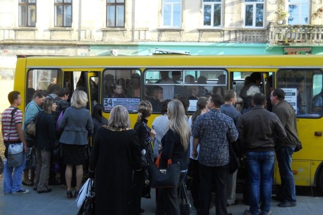 Пасажири зважені та щасливі. В Україні хочуть перевіряти вагу пасажирського транспорту