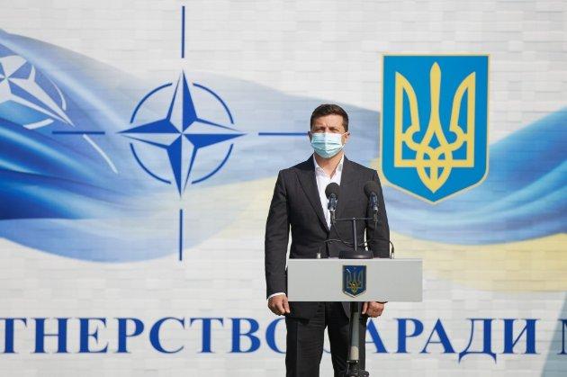Зеленський просить армію пришвидшити рух до НАТО. Але не все так просто