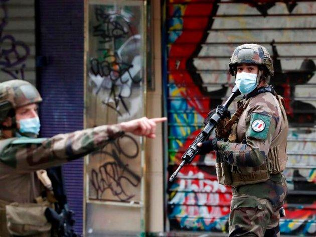 У Парижі біля колишнього офісу сатиричного видання Charlie Hebdo поранили чотирьох людей