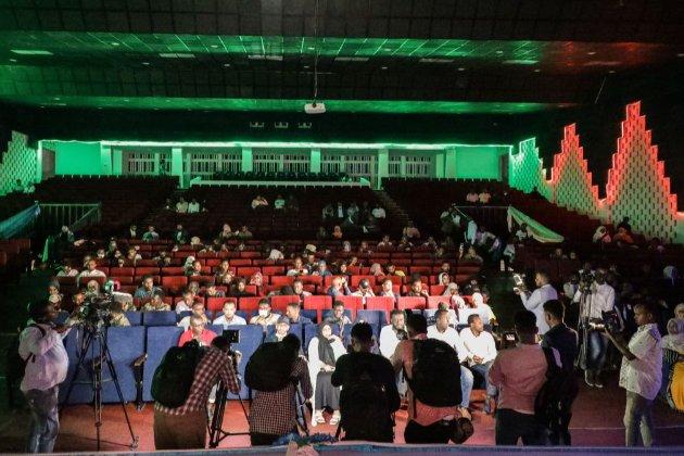 У Сомалі пройшов перший за 30 років публічний кінопоказ. Через громадянську війну кінотеатри тут не працювали з 1991 року