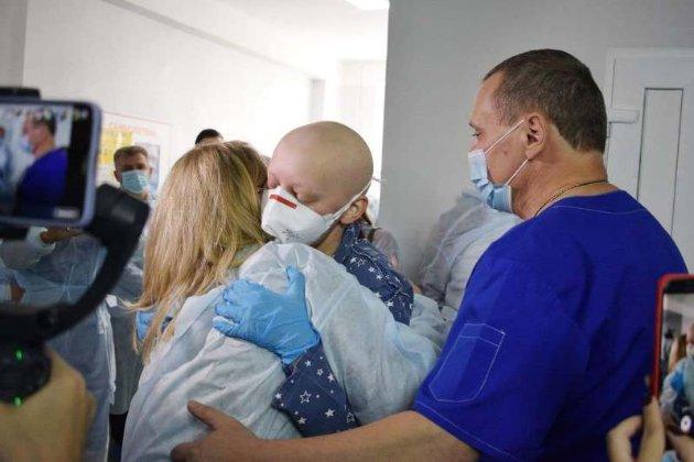 В Украине впервые успешно пересадили костный мозг от неродственного донора взрослой пациентке
