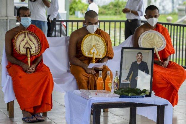 На Шрі-Ланці від COVID-19 помер шаман, що «лікував» вірус за допомогою «чарівного зілля», яке йому наснилося