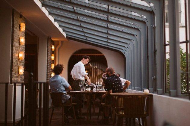 «Пандемия под контролем». Дания отказалась от COVID-пропусков в ресторанах