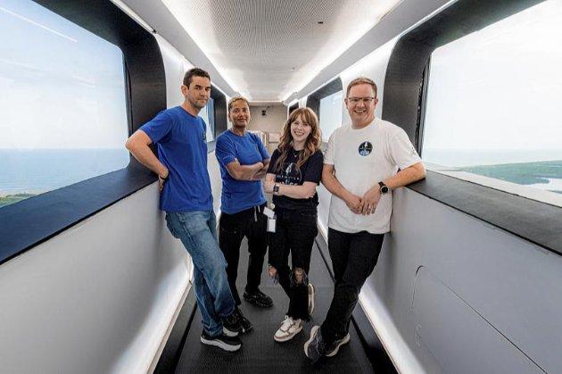 «З поверненням на Землю». Перша цивільна місія SpaceX Inspiration4 успішно приземлилася в Атлантичному океані