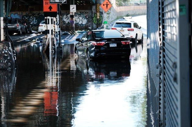 Жертвами урагана «Ида» на северо-востоке США стали по меньшей мере восемь человек. Существует угроза торнадо