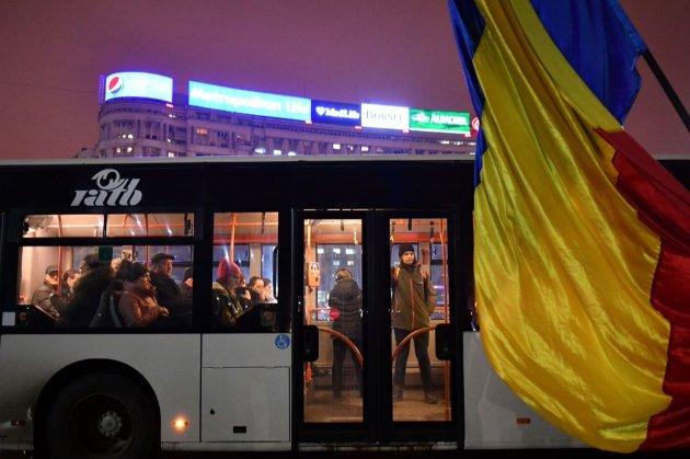 У румунських автобусах як плату за проїзд почали приймати присідання