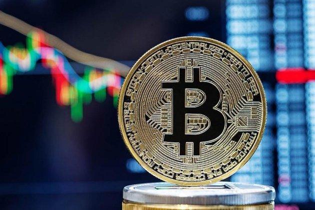 Китай признал все операции с криптовалютами незаконными. Курс биткоина обвалился