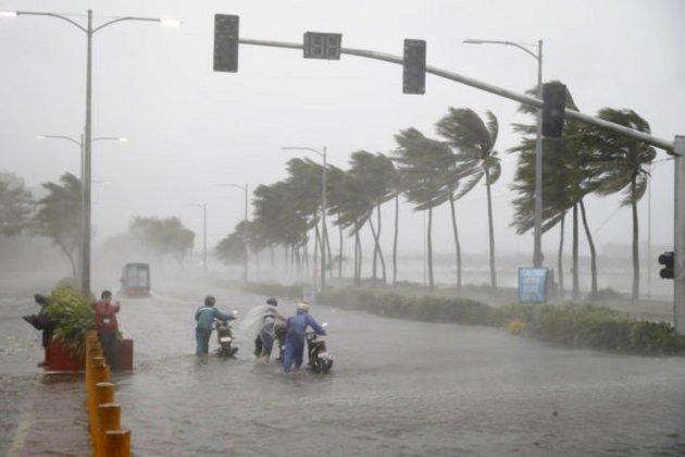 Шанхай готується до тайфуну «Чанту». В місті закрили школи та скасували авіарейси