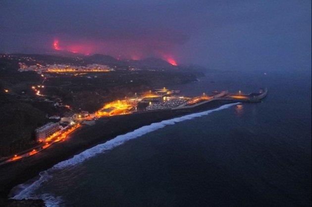 На острове Ла-Пальма скамья от извержения вулкана дошло до океана