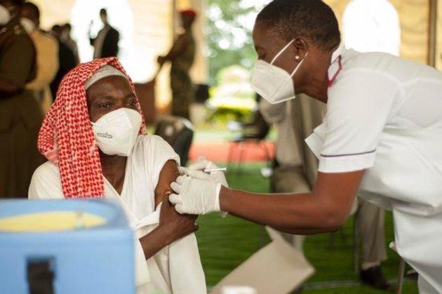 Для людей из отдаленных районов. В Южно-Африканской Республике запустили «поезд вакцинации»