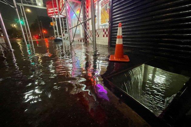 Ураган «Іда» приніс у Нью-Йорк потужні зливи. Влада міста оголосила надзвичайний стан