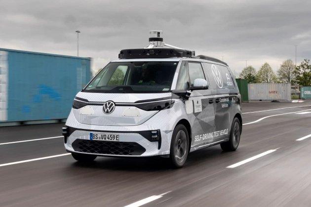 Volkswagen та Argo AI показали першу модель безпілотного мікроавтобуса ID Buzz