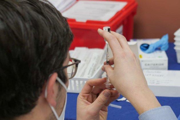 В Евросоюзе начали оценку необходимости третьей дозы вакцины против коронавируса Pfizer