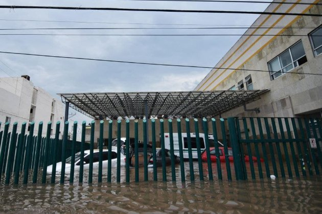 В Мексике наводнение затопило больницу и убило 17 пациентов. Большинство болели COVID-19