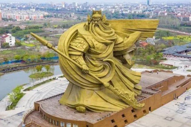 У Китаї за $20 млн перевезуть статую бога війни, яка не сподобалася місцевим жителям