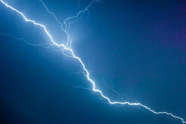 Вчені зі Швейцарії підняли на гору гігантський лазер, щоб керувати блискавкою