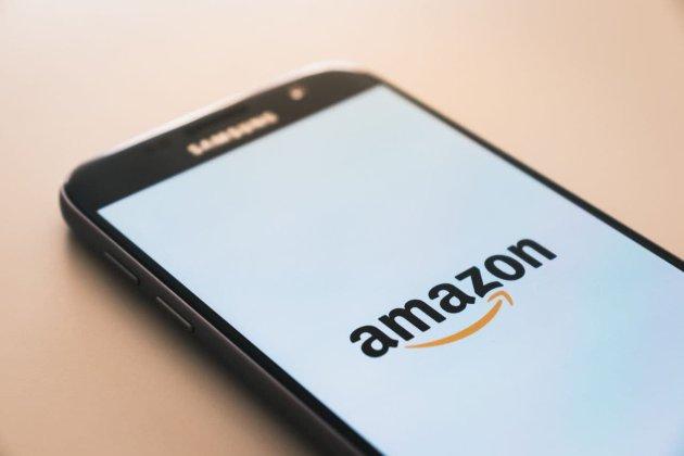 Корпорація Amazon вперше передала технологію оплати рукою іншій компанії