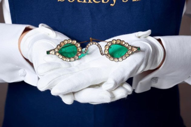 У Нью-Йорку продадуть старовинні окуляри з лінзами із коштовного каміння, які «відштовхують зло»