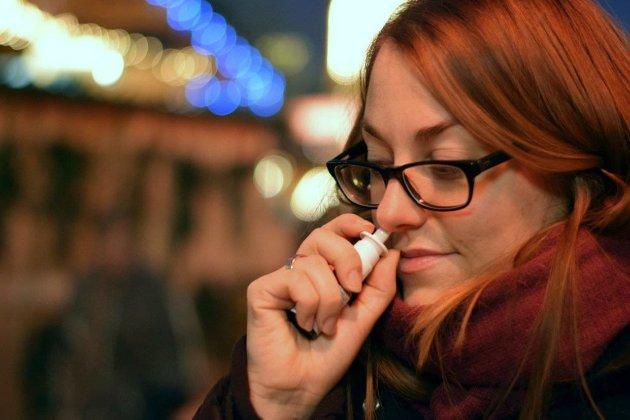 Дослідники з Великобританії створили спрей для носа, який захищає від зараження COVID-19