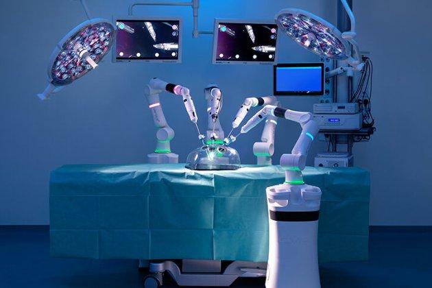 У Китаї тестують робота-хірурга, який проводить гінекологічні операції