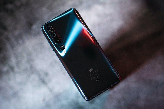Власти Литвы призывают жителей выбросить телефоны Xiaomi из-за встроенногомеханизма цензуры