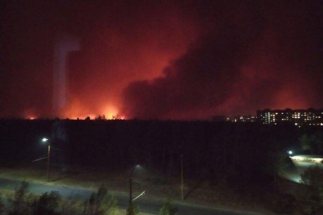 Рятувальники не можуть загасити масштабні пожежі на Луганщині. Вже є загиблі (оновлено)