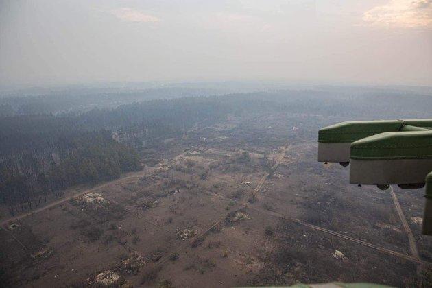 «Раніше отримали б по снайперській кулі». Обстріли бойовиків спричинили пожежі на Луганщині (фото, відео)