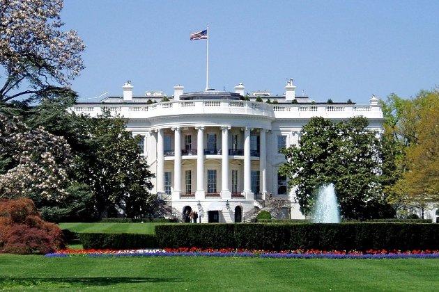 ЗМІ: Спалах коронавірусу в Білому домі розпочався у Трояндовому саду