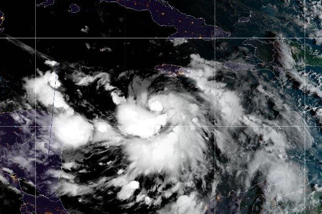 Нафтові фірми евакуюють частину персоналу морських платформ з Карибського моря