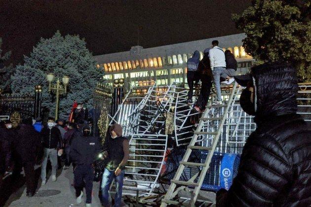 Протести в Киргизстані: один загиблий, 600 поранених