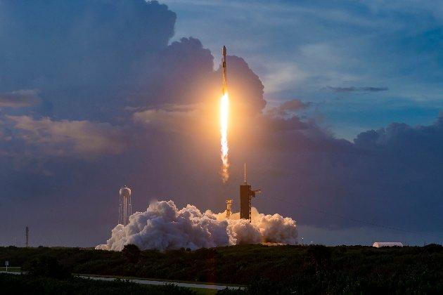 Ілон Маск запустив тестову версію глобального Інтернету Starlink