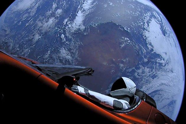 Електрокар Tesla долетів до Марса! Тепер черга за людьми
