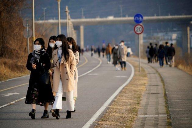 Північнокорейці готують військовий парад у масках, незважаючи на пандемію коронавірусу